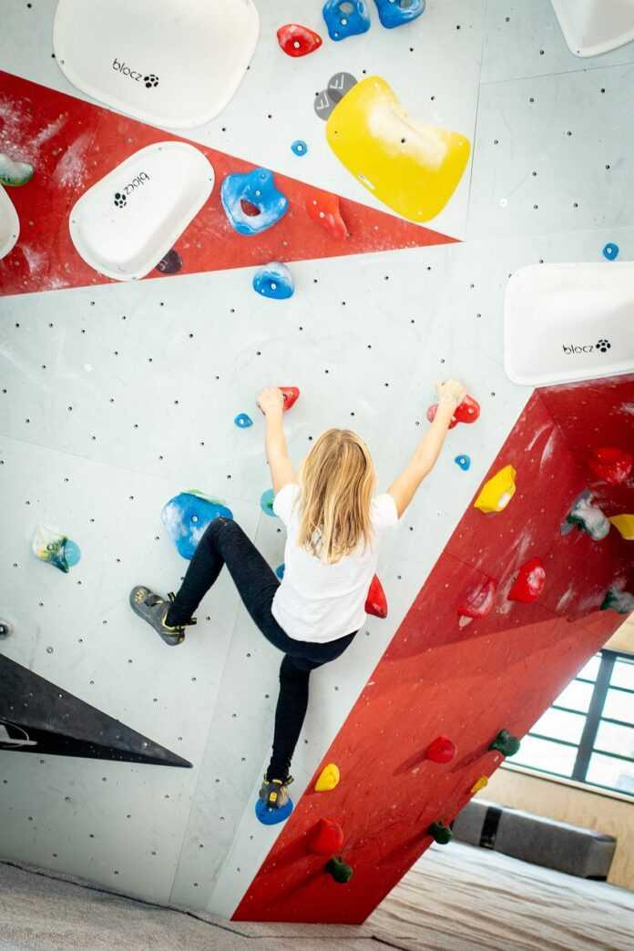 Ścianka wspinaczkowa - sport dla całej rodziny!